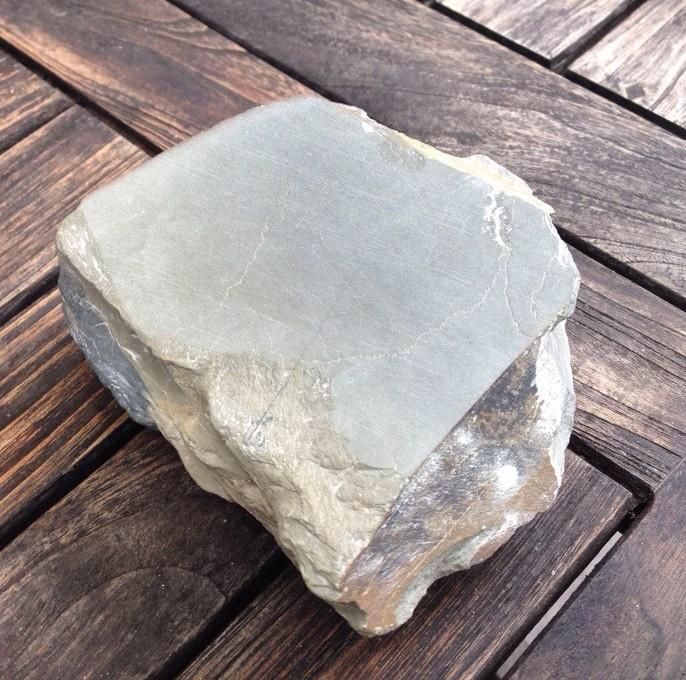 petite pierre de finition au grain très fin