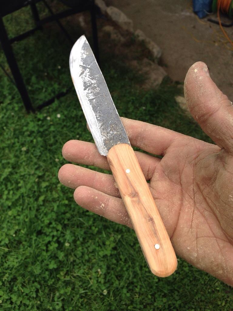 premier couteau de cuisine en brut de forge et bois d'IF